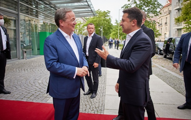 Зеленський зустрівся з імовірним наступником Меркель