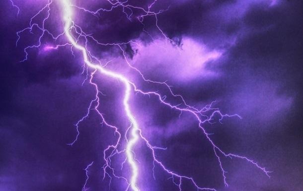 В Індії від ударів блискавок загинули дев ять осіб