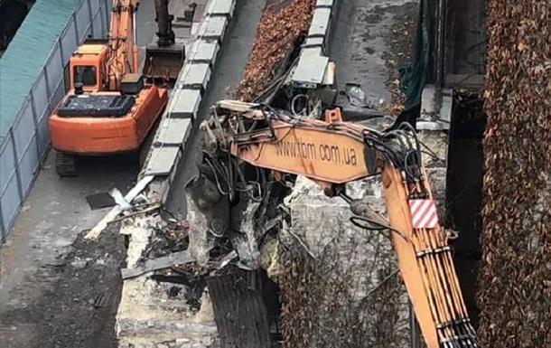 У Києві почали знесення будівлі Квіти України