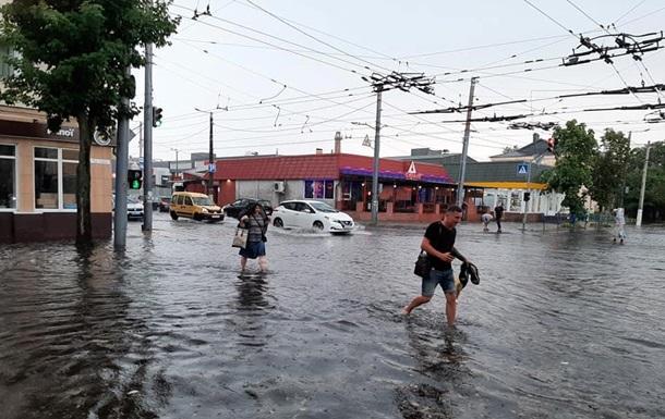 У Житомирі пронісся ураган з градом