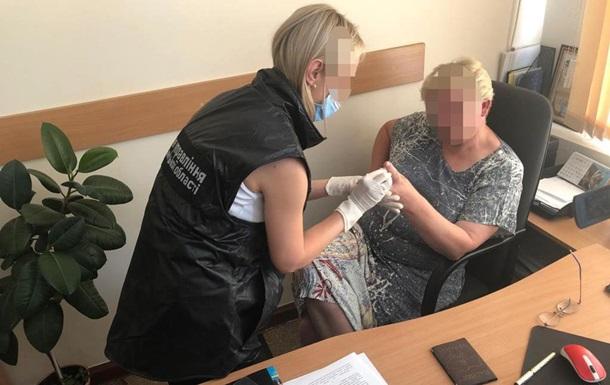 В Хмельницком чиновница вымогала $5000 за усыновление ребенка