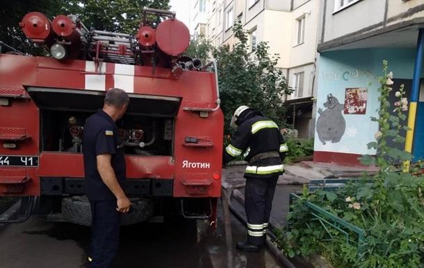 На Київщині під час пожежі в багатоповерхівці загинули дві людини