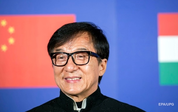 Джеки Чан заявил, что хочет вступить в Компартию Китая