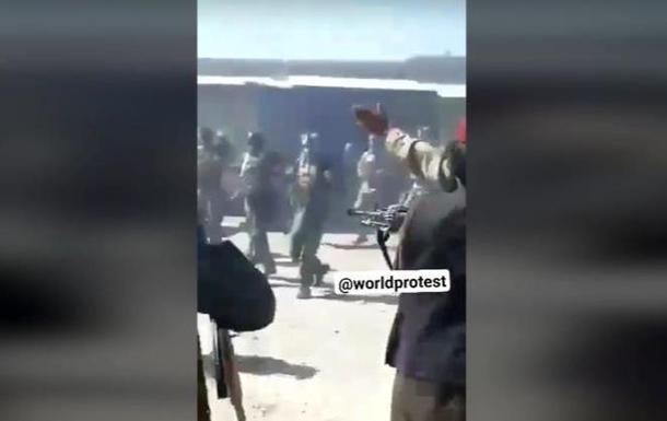 Опубліковано відео розстрілу талібами військових. 18+