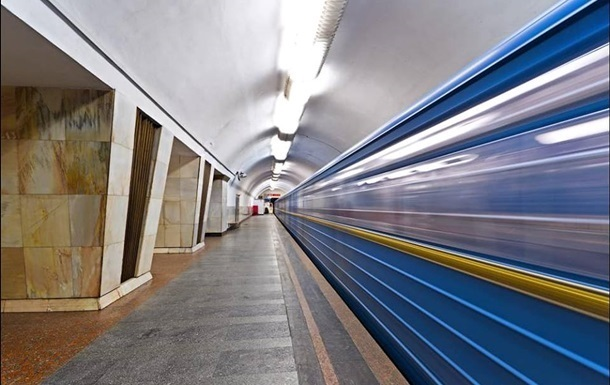 В Киеве человек попал под поезд метро