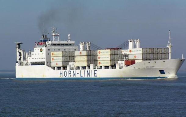 Украинские моряки застряли в Аденском заливе: один из них умер