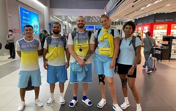 Перша велика група українських олімпійців вирушила в Токіо