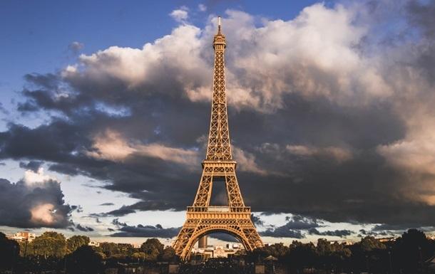 Ейфелеву вежу відкрили для відвідувачів уперше за вісім місяців