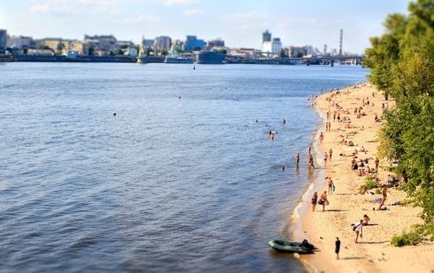 На всіх пляжах Києва заборонили купатися