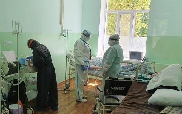 Приріст випадків COVID-19 в Україні впав удвічі