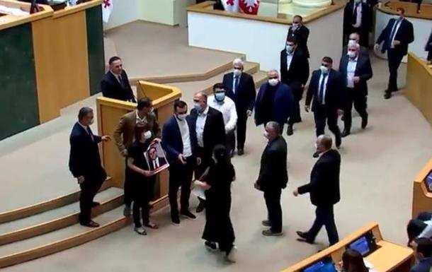 У Грузії опозиція зірвала виступ глави МВС