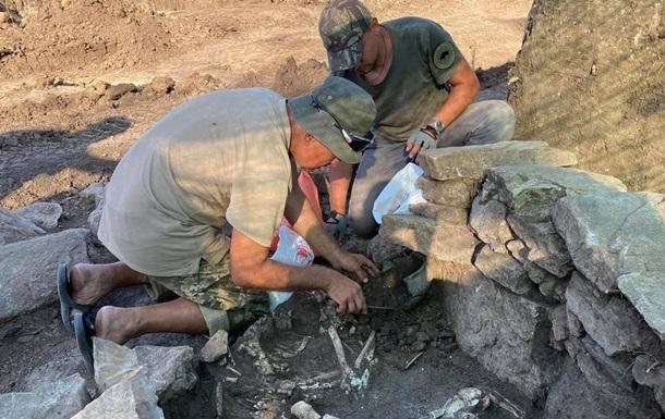 Під Маріуполем знайшли поховання зрубної культури