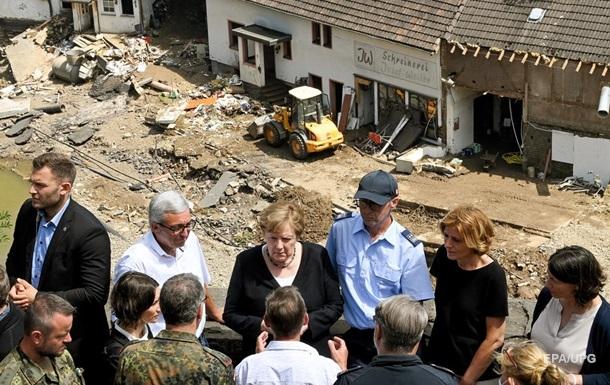 Меркель посетила пострадавшие от наводнения районы Германии