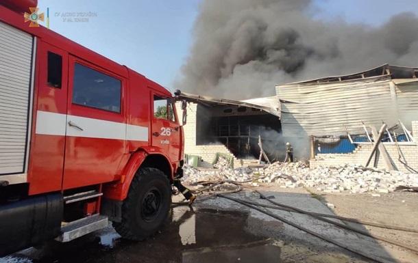 У Києві на складі спалахнула сильна пожежа