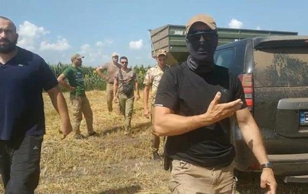 Охоронець агрофірми вибив телефон у журналіста