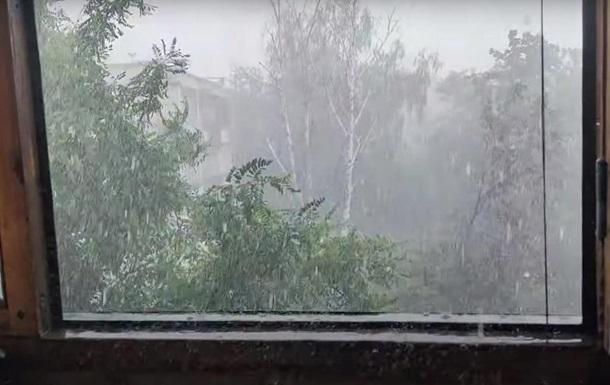 У Харкові пронісся ураган з градом