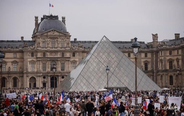 Погіршення ситуації з COVID: Франція змінила правила в їзду