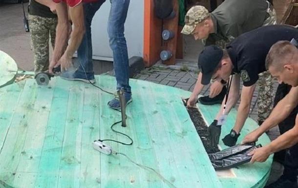 На Волыни пограничники нашли 125 тысяч пачек сигарет в кабельных катушках