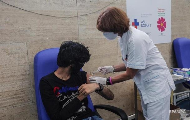 В Італії вакцинували більше половини дорослого населення