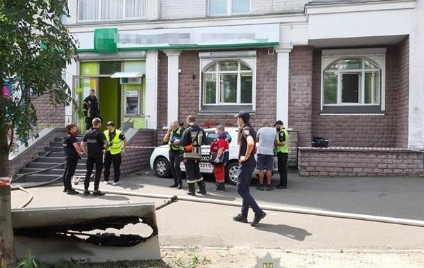 В Киеве женщина с пистолетом ограбила банк