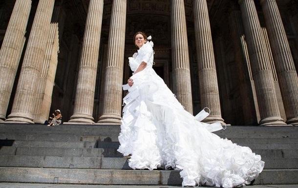 В Великобритании создали свадебное платье из защитных масок
