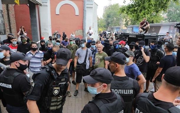 Под судом в Киеве стычки сторонники и оппоненты белоруса Боленкова