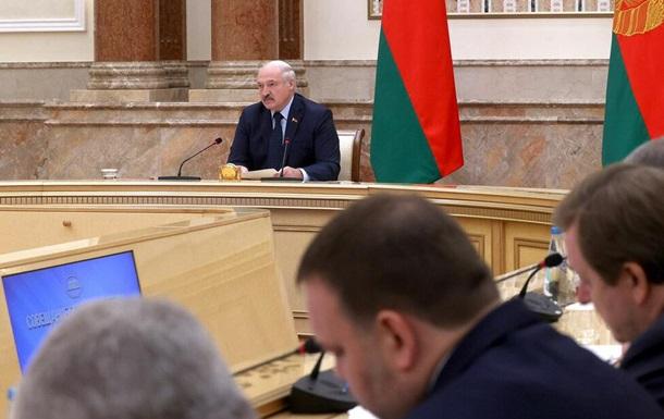 Лукашенко заявил, что посол в Латвии должен был  набить морду  мэру Риги