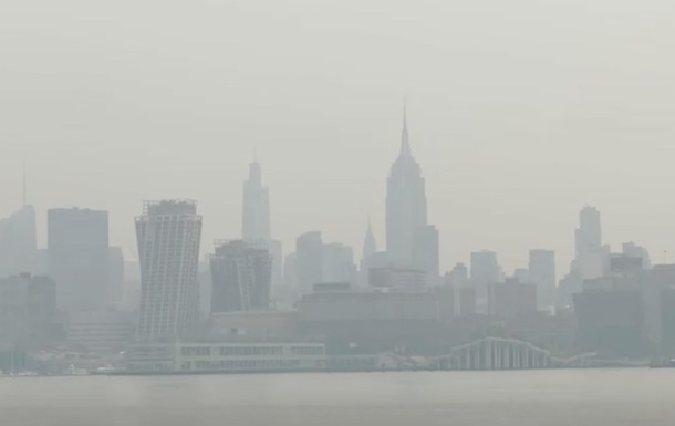 Нью-Йорк окутал густой дым из-за лесных пожаров