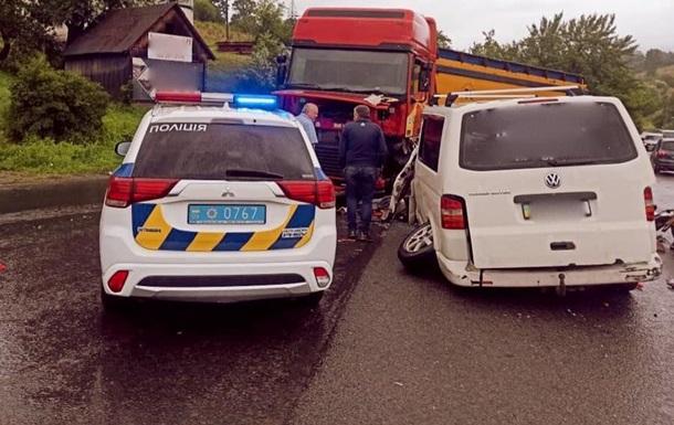 В ДТП на Прикарпатье пострадали шестеро детей