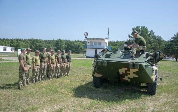 Пограничники проводят учения на бронемашинах
