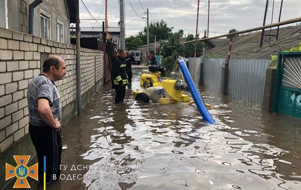 Ливень в Одессе подтопил десятки жилых домов