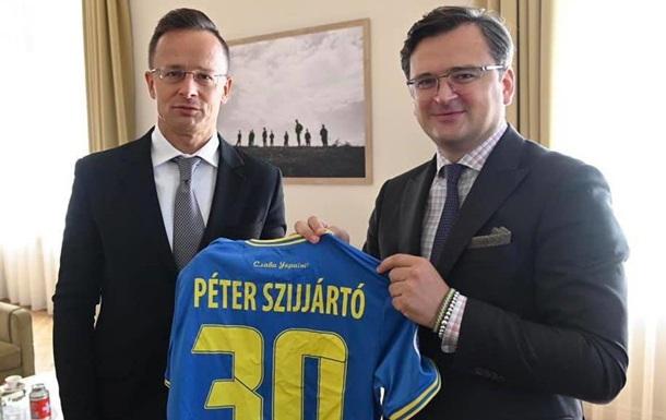 Кулеба рассказал о встрече с главой МИД Венгрии