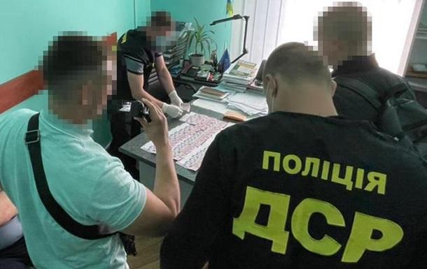 На Прикарпатье чиновника поймали на откатах за победу в тендерах
