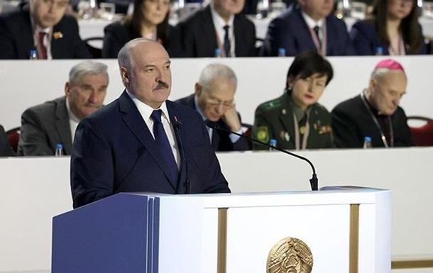 Лукашенко снял с себя часть полномочий