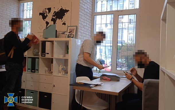 У Києві дві турфірми торгували підробленими ПЛР-тестами