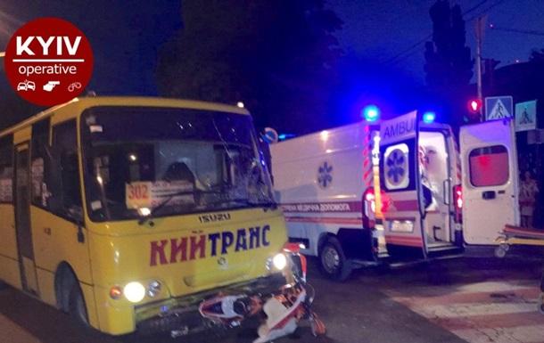 Під Києвом маршрутка збила мотоцикл, постраждав водій байка