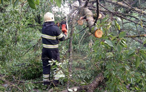 Негода знеструмила 13 населених пунктів в Україні
