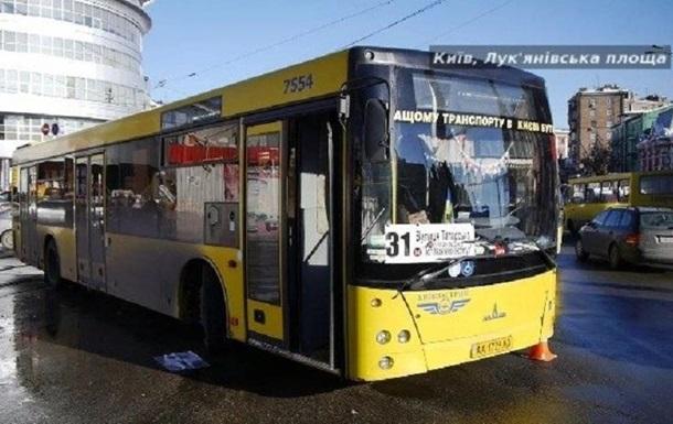 У Києві на водія автобуса напав неадекват