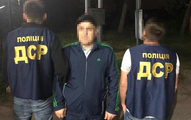 Из Украины депортировали  криминального авторитета  из списка СНБО