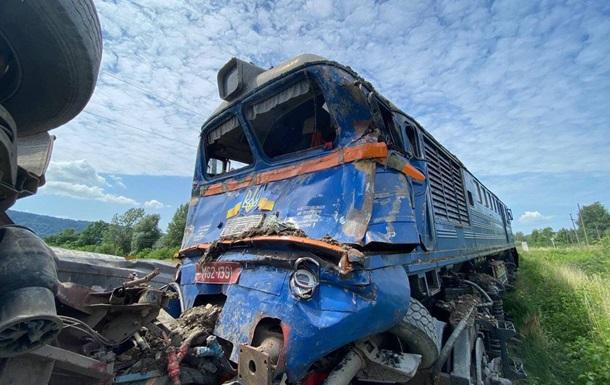 На Закарпатті потяг зіткнувся з вантажівкою