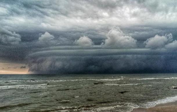 Опубликованы фото бури-гриба под Мариуполем