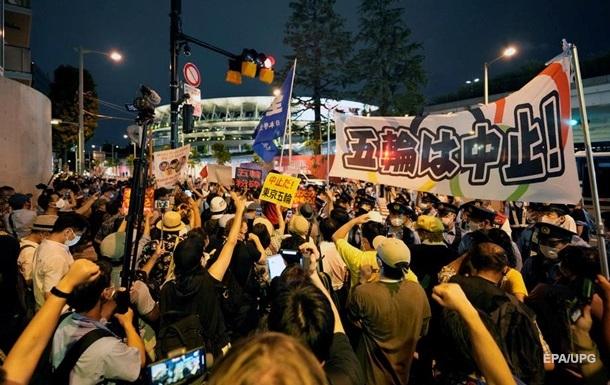 В Токио из-за всплеска COVID-19 протестуют против Олимпиады