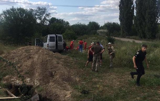 На Луганщині мікроавтобус із пасажирами вилетів у кювет