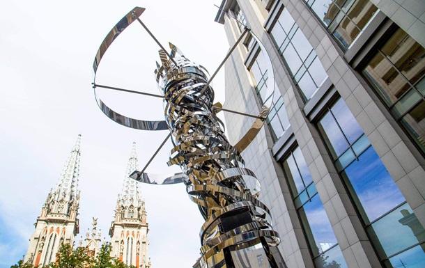 Итальянское посольство подарило Киеву скульптуру