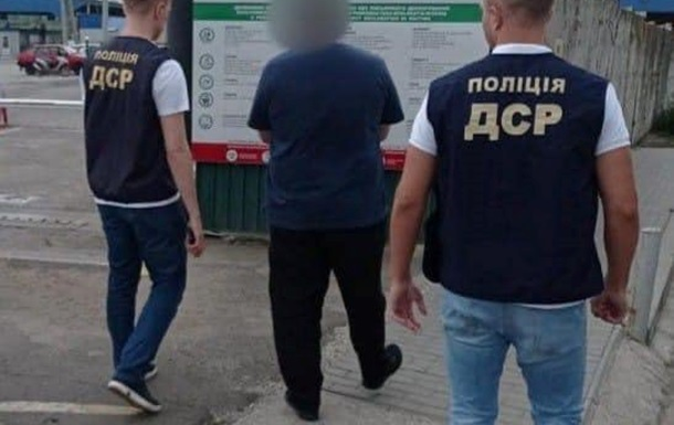З України видворили чергового `кримінального авторитета` зі списку РНБО