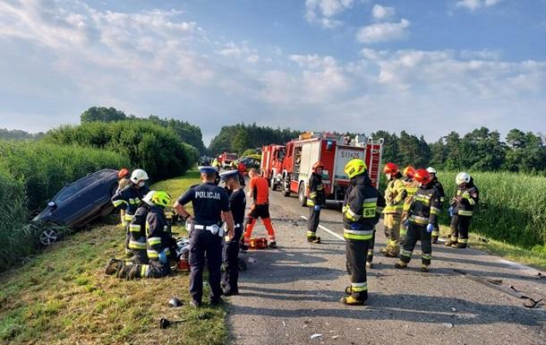 У Польщі автобус з українцями потрапив в аварію