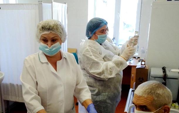 COVID-прививки получили еще 70 тысяч украинцев
