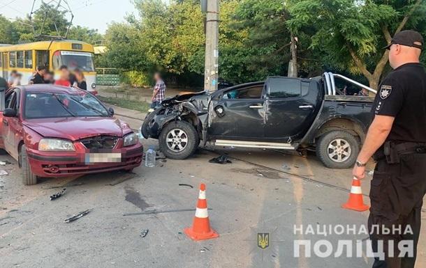 В Одессе четыре человека пострадали в ДТП с внедорожником