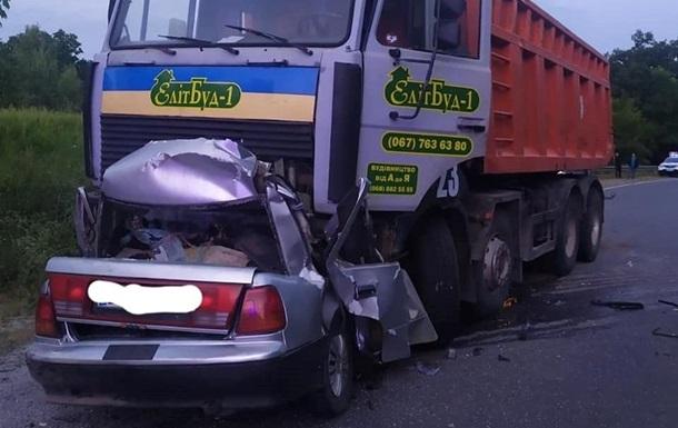 На Полтавщині вантажівка розчавила авто, чотири жертви