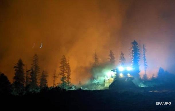 Лісові пожежі поширилися вже на 12 американських штатів